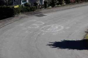 Da hilft nur noch Betteln: bitte, liebe Autofahrer, zieht in Betracht weniger als 50 km/h zu fahren. In der 30er Zone.